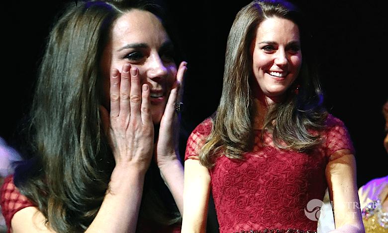 Księżna Kate w ciąży bordowa sukienka