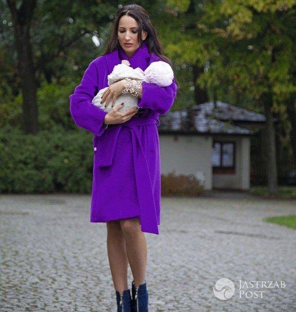 Justyna Steczkowska na spacerze z córką