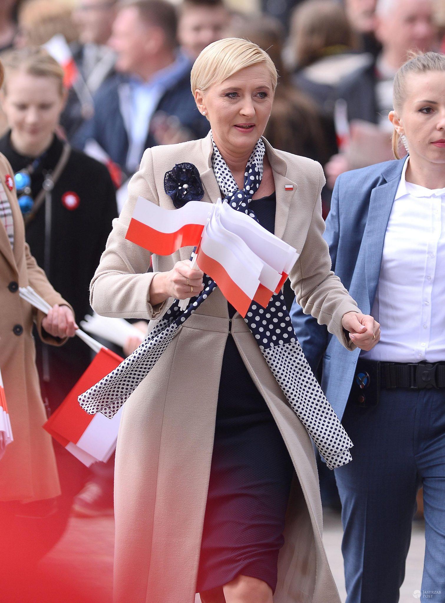 Agata Duda z flagami