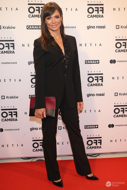 Kinga Rusin w czarnym garniturze - Off Camera 2017