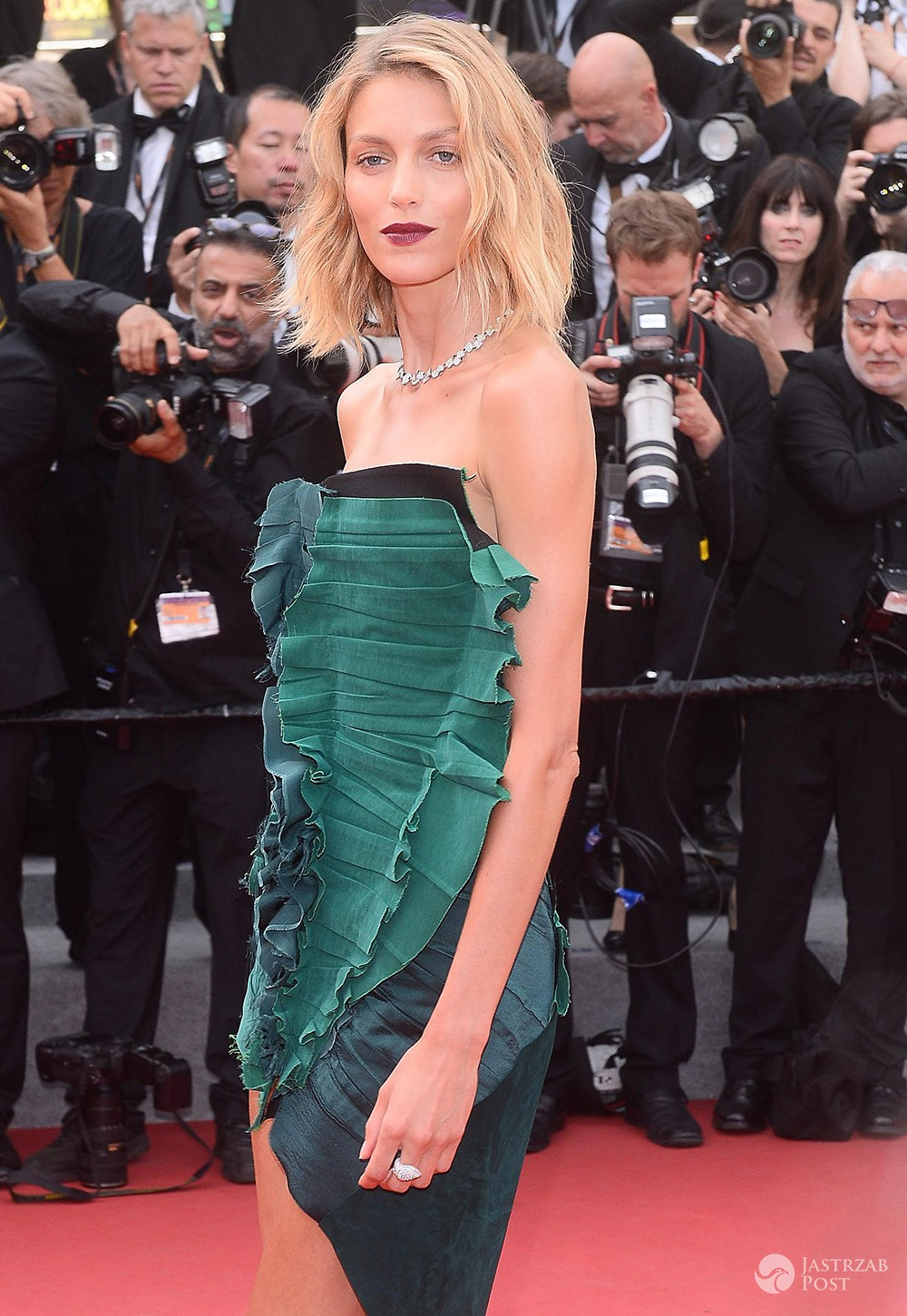 Anja Rubik w Cannes 2017 kreacja