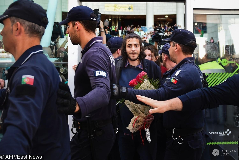 Salvador Sobral na lotnisku