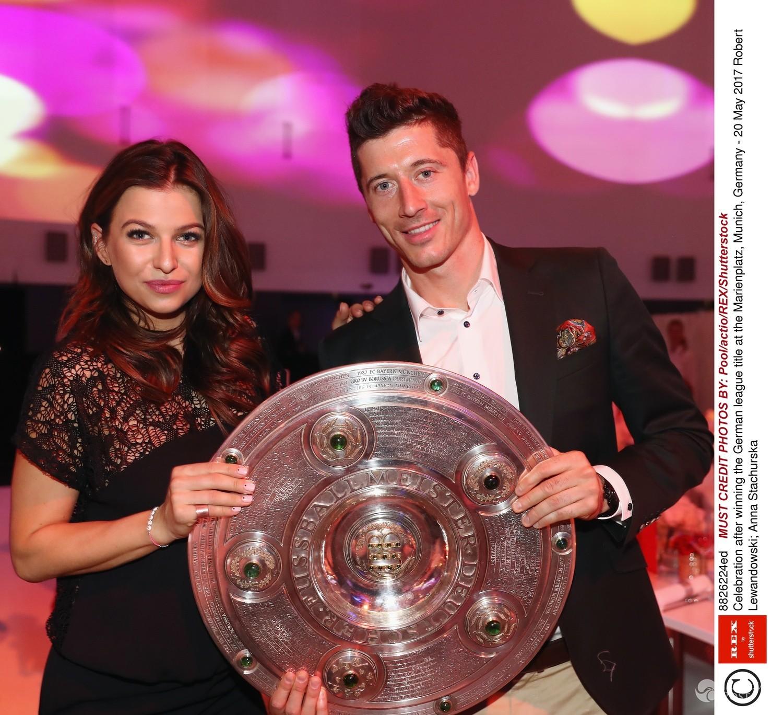 Anna i Robert Lewandowscy świętują sukces Bayern Monachium 2017