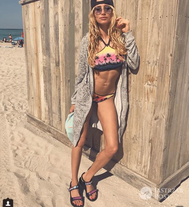 Kate Rozz na plaży w samej bieliźnie