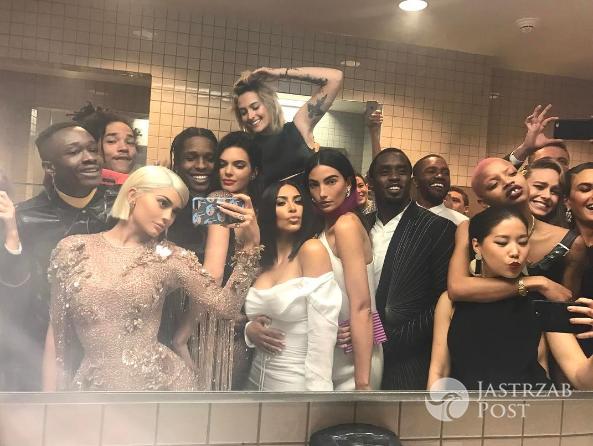 Kylie Jenner selfie podczas MET 2017