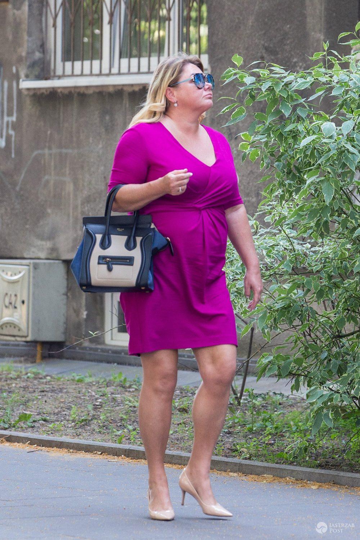 Katarzyna Niezgoda w mini w kolorze fuksji