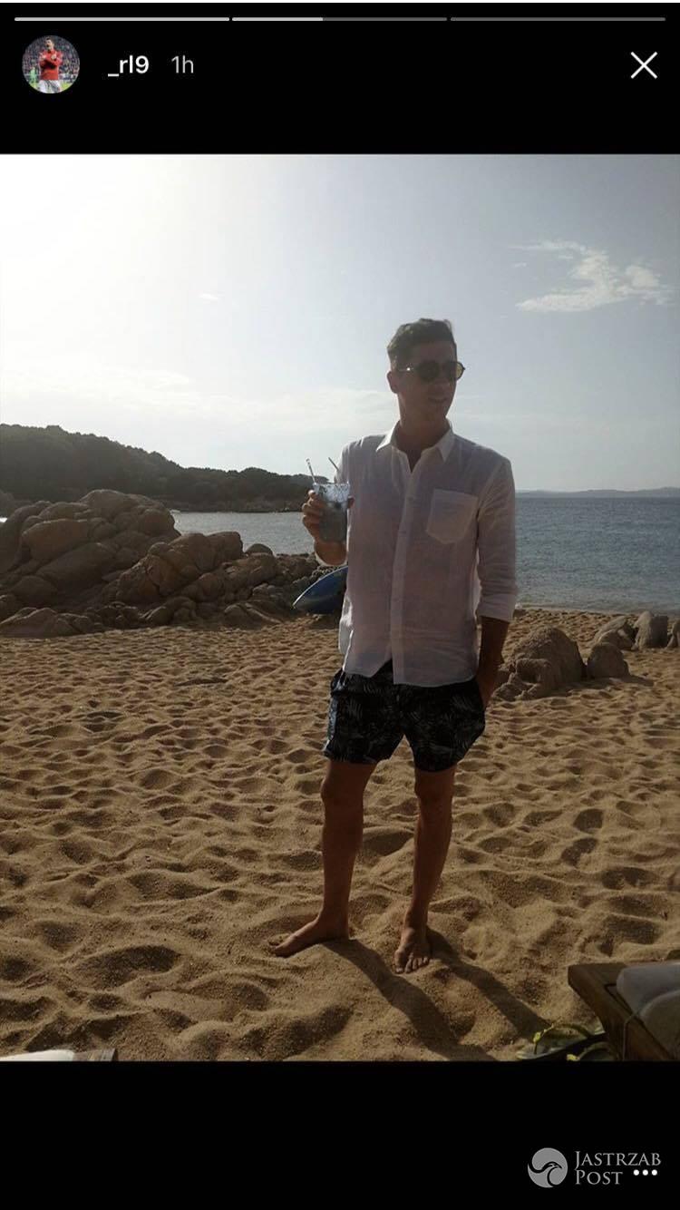 Robert Lewandowski z drinkiem na wakacjach