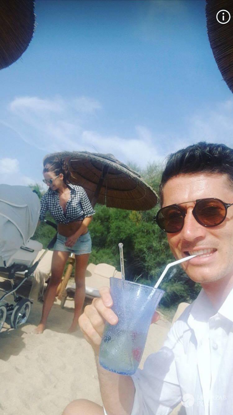 Robert i Anna Lewandowscy na wakacjach na plaży