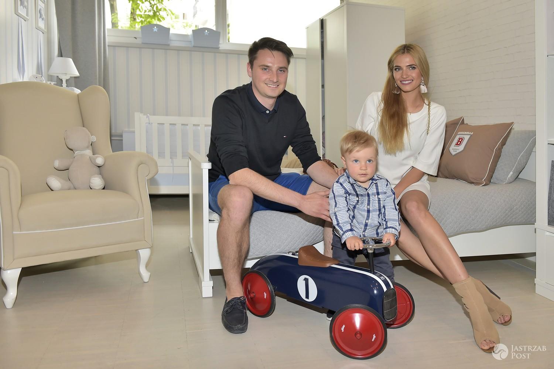 Marcin Jaworski i Rozalia Mancewicz z dzieckiem