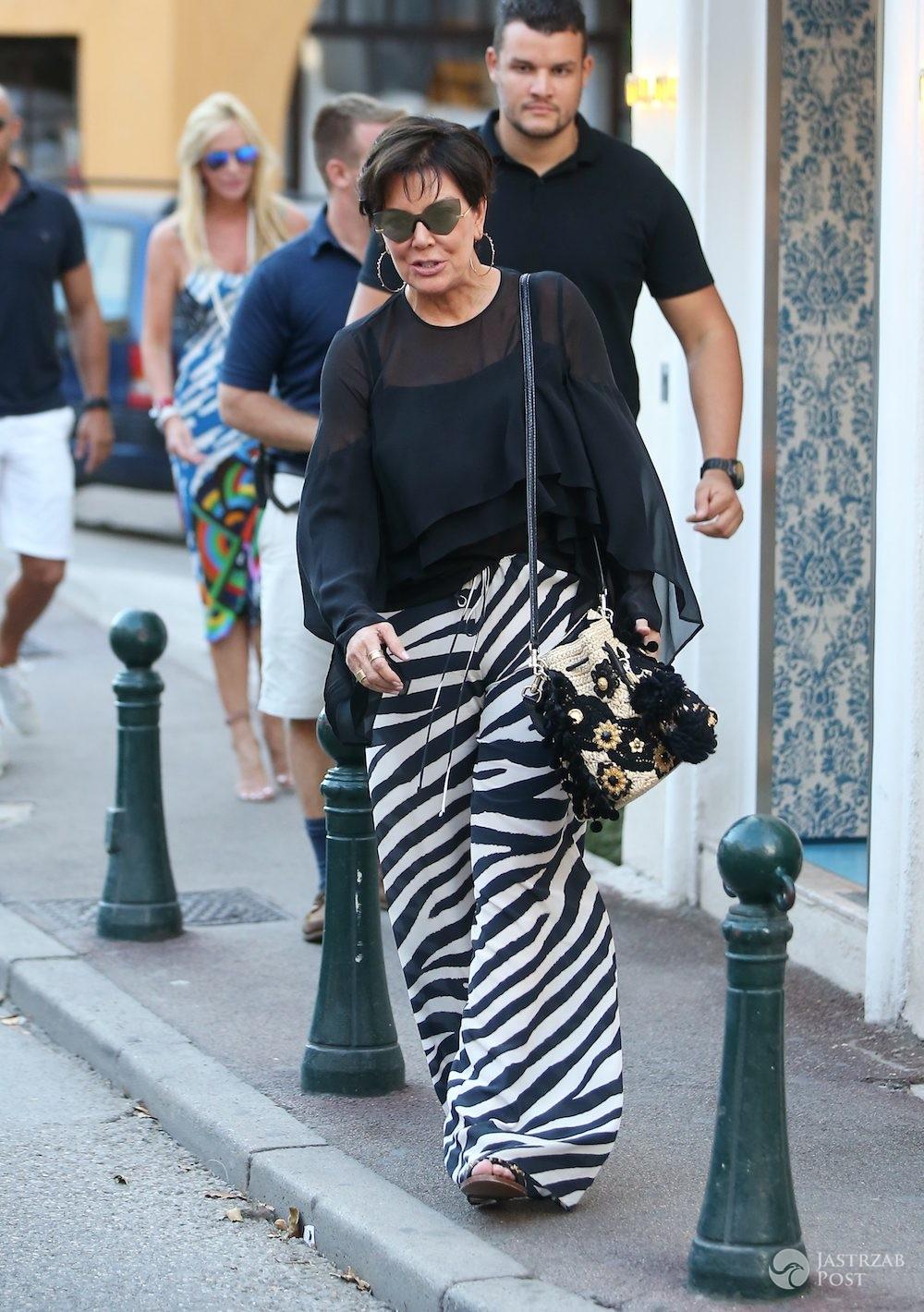 Kris Jenner w spodniach w zebrę