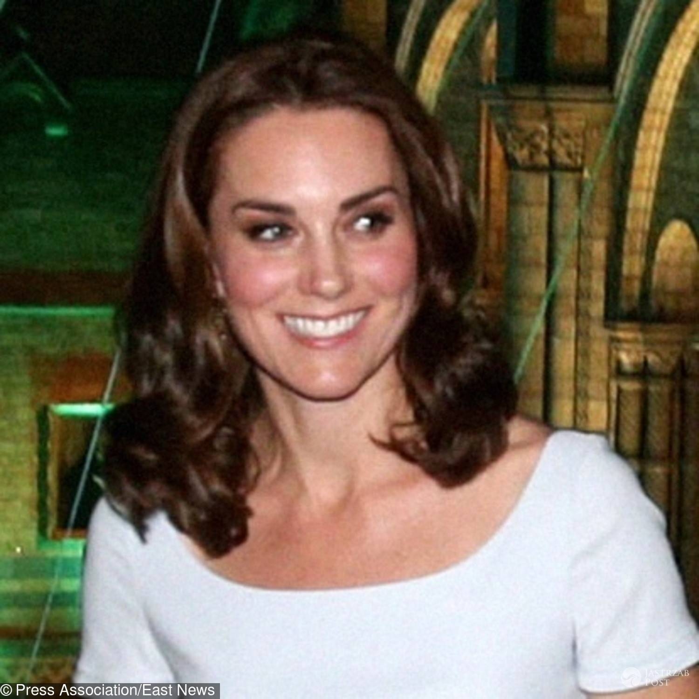 Księżna Kate w nowej fryzurze przemawia w Muzeum Historii Naturalnej w Londynie