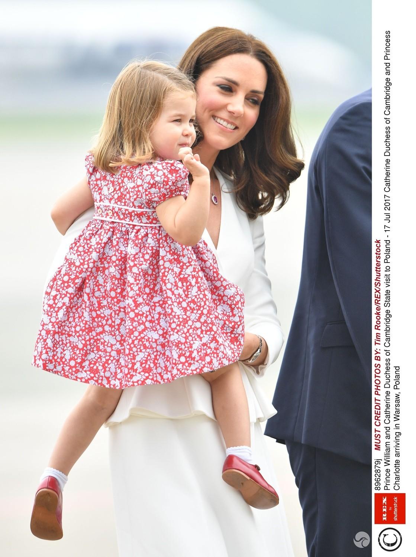 Księżna Kate z księżniczką Charlotte w Warszawie