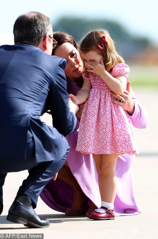 Księżniczka Charlotte płacze po upadku