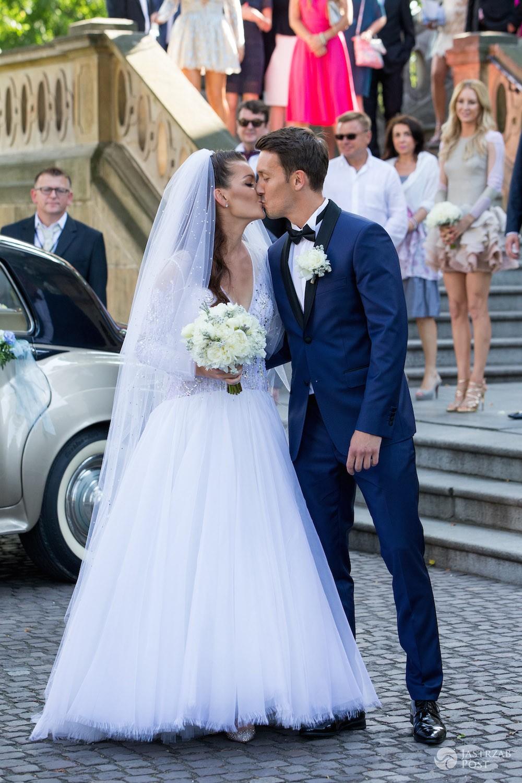 Agnieszka Radwańska i Dawid Celt całują się po ślubie