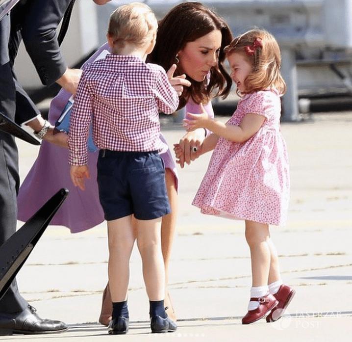 Księżna Kate pociesza księżniczkę Charlotte
