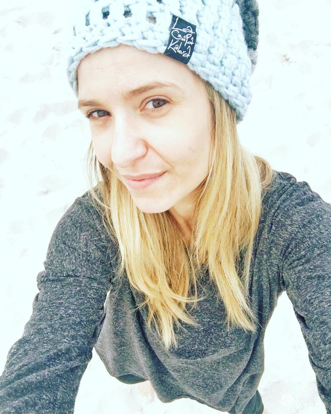Joanna Koroniewska bez makijażu na plaży