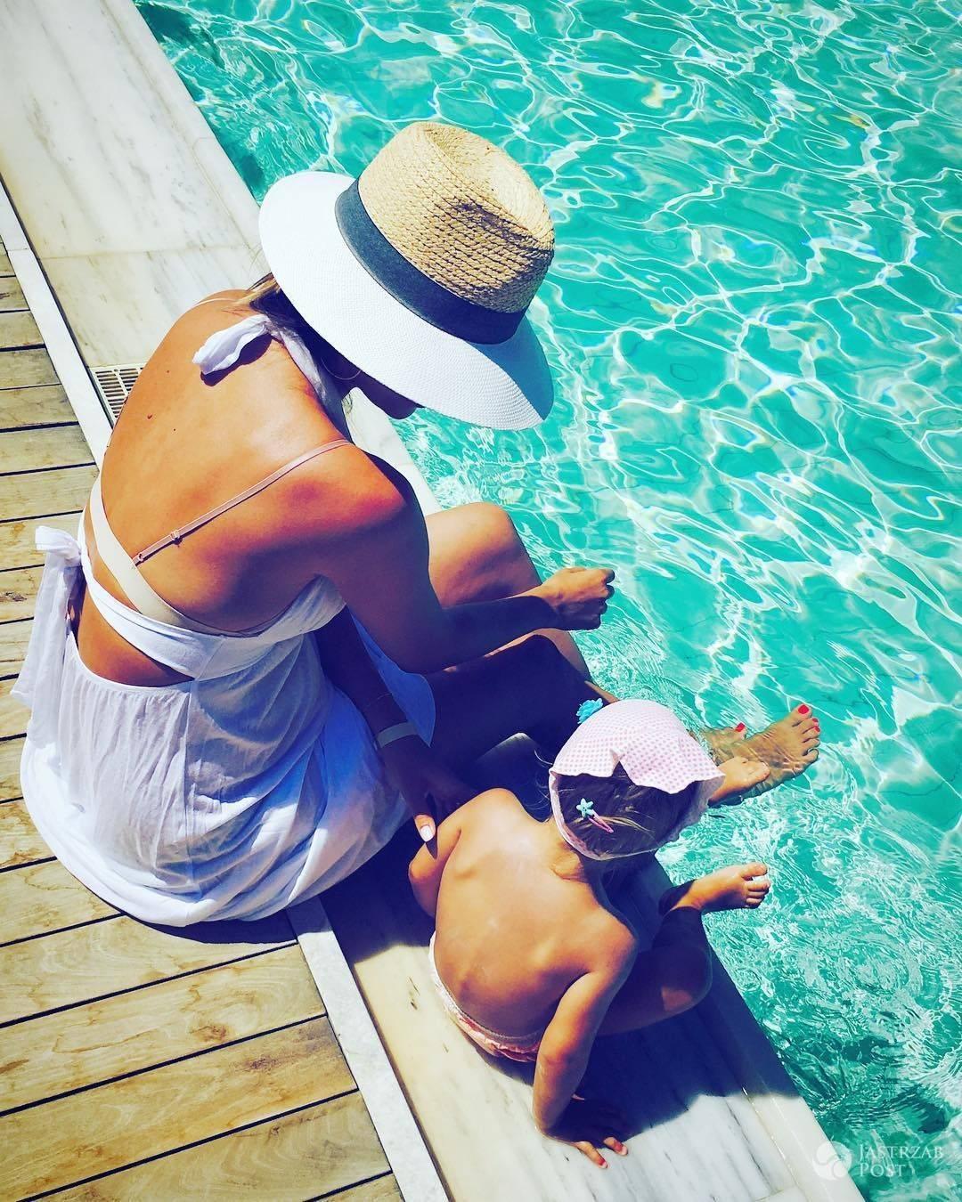 Paulina Krupińska z córką na wakacjach