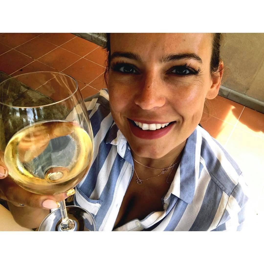 Anna Mucha pije wino u stomatologa w dniu swoich imienin