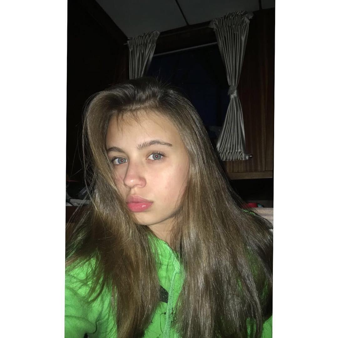 Oliwia Bieniuk bez makijażu