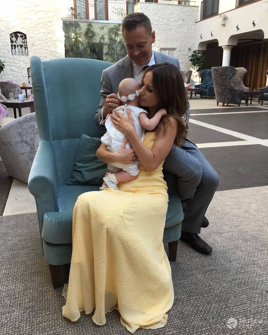 Paulina Sykut z mężem i córką na zdjęciu