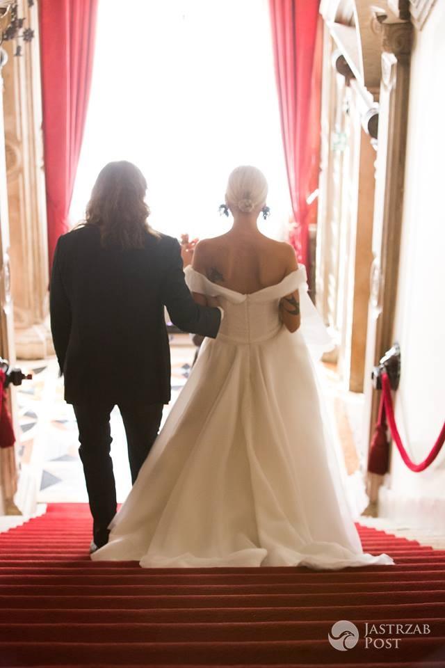 Agnieszka Woźniak-Starak wystawiła suknię ślubną na aukcji