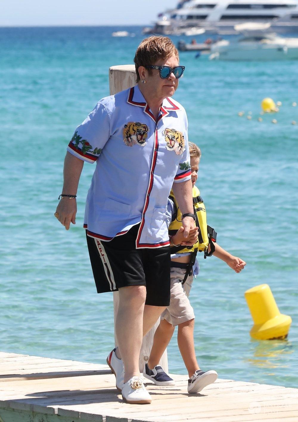 Elton John z dziećmi i mężem w Saint Tropez