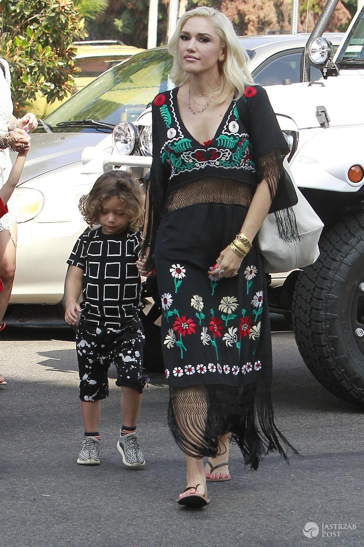 Gwen Stefani z synem Apollo wychodzą z kościoła