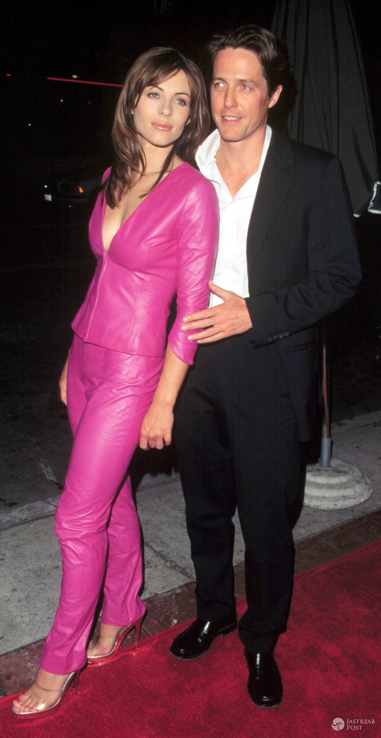 Elizabeth Hurley i Hugh Grant w 1999 roku