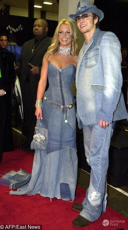Britney Spears i Justin Timberlake w dżinsie na American Music Awards 2001