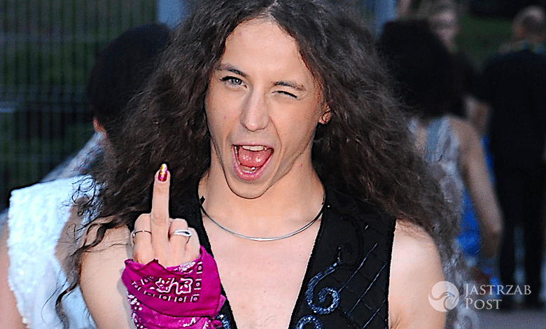Michał Szpak pokazuje fuck you