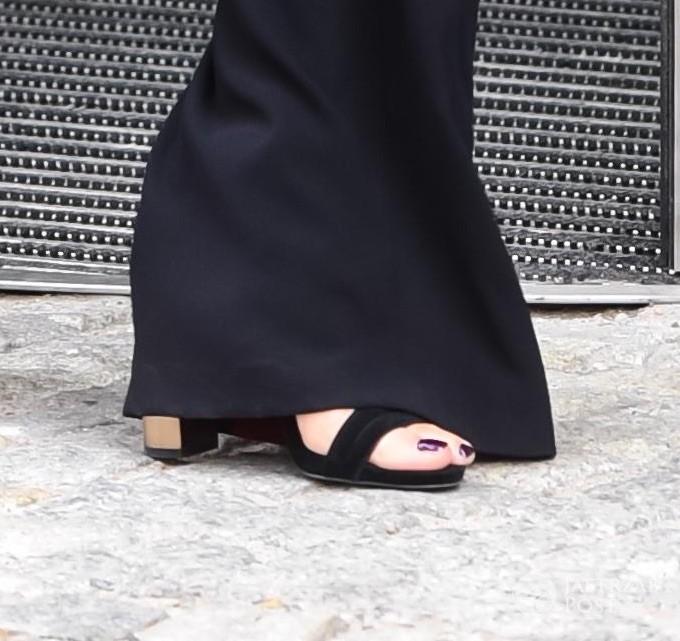 Dorota Gardias nosi szpilki do dresów