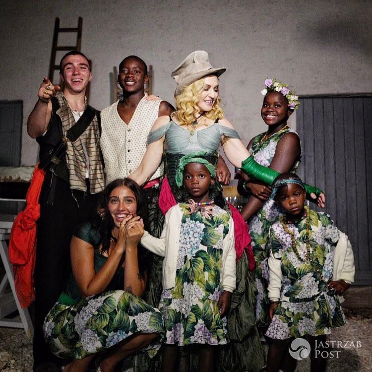 Madonna ze wszystkimi dziećmi - portret