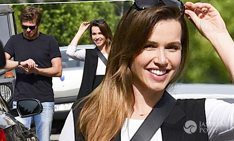 Marta Żmuda Trzebiatowska w ciąży z mężem na spacerze