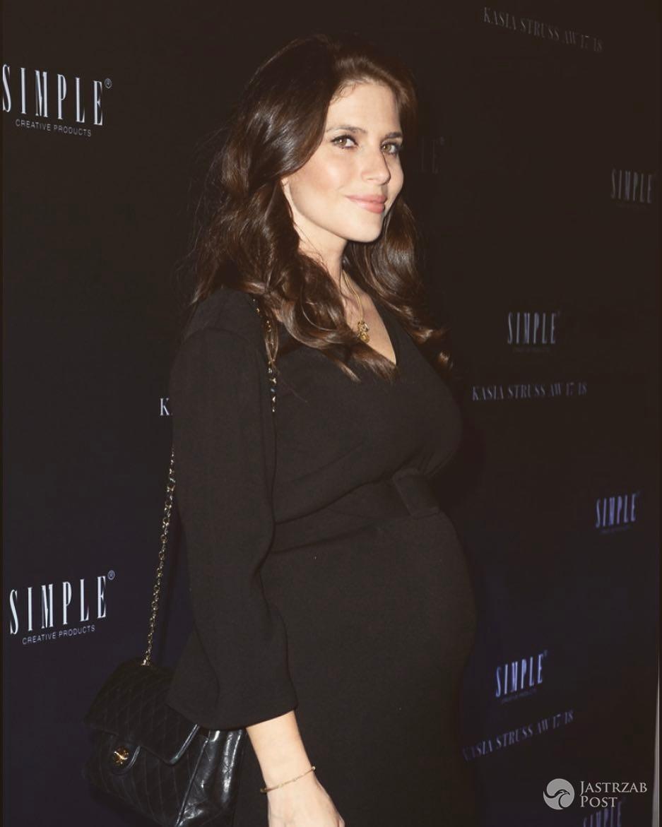 Weronika Rosati na Simple Creative Products pokazała ciążowy brzuszek