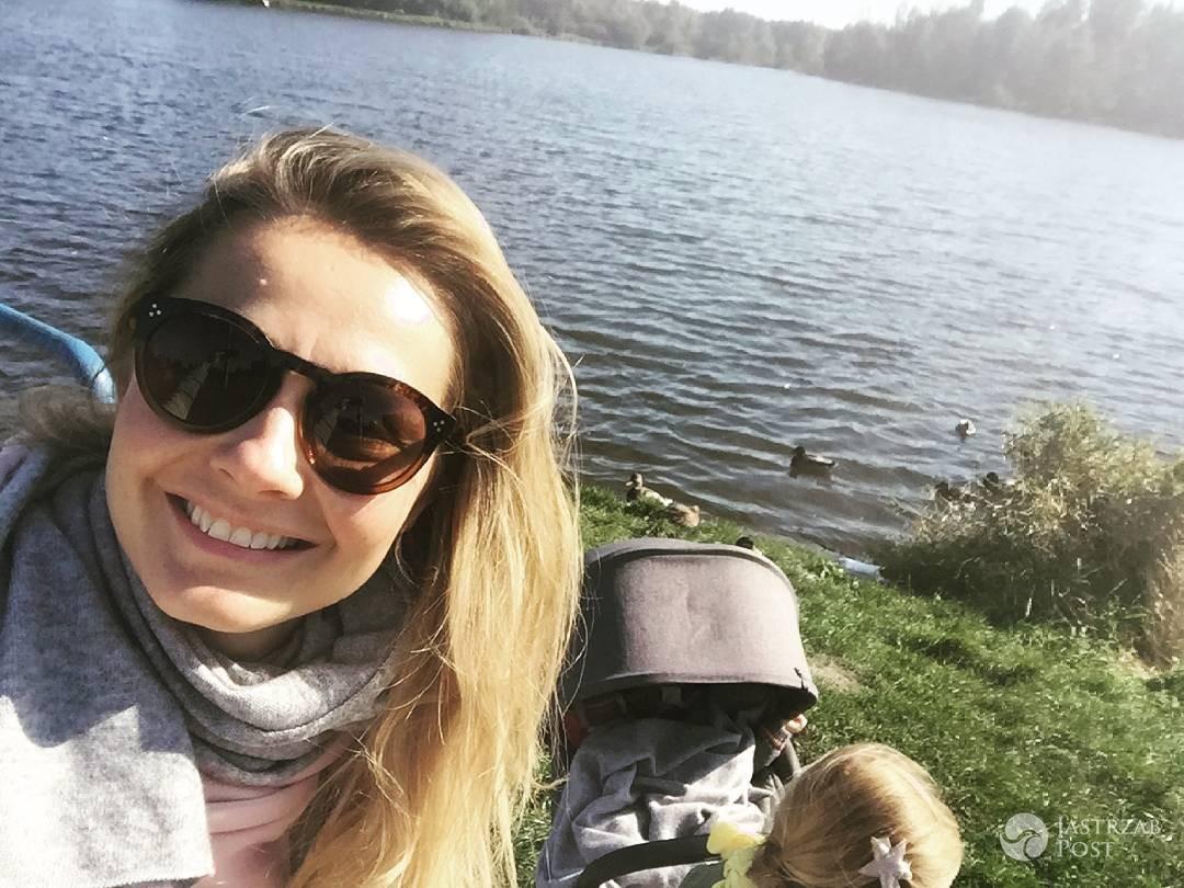 Małgorzata Socha z córką nad zalewem