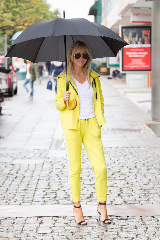 Uśmiechnięta Joanna Przytakiewicz opuszcza studio Dzień Dobry TVN