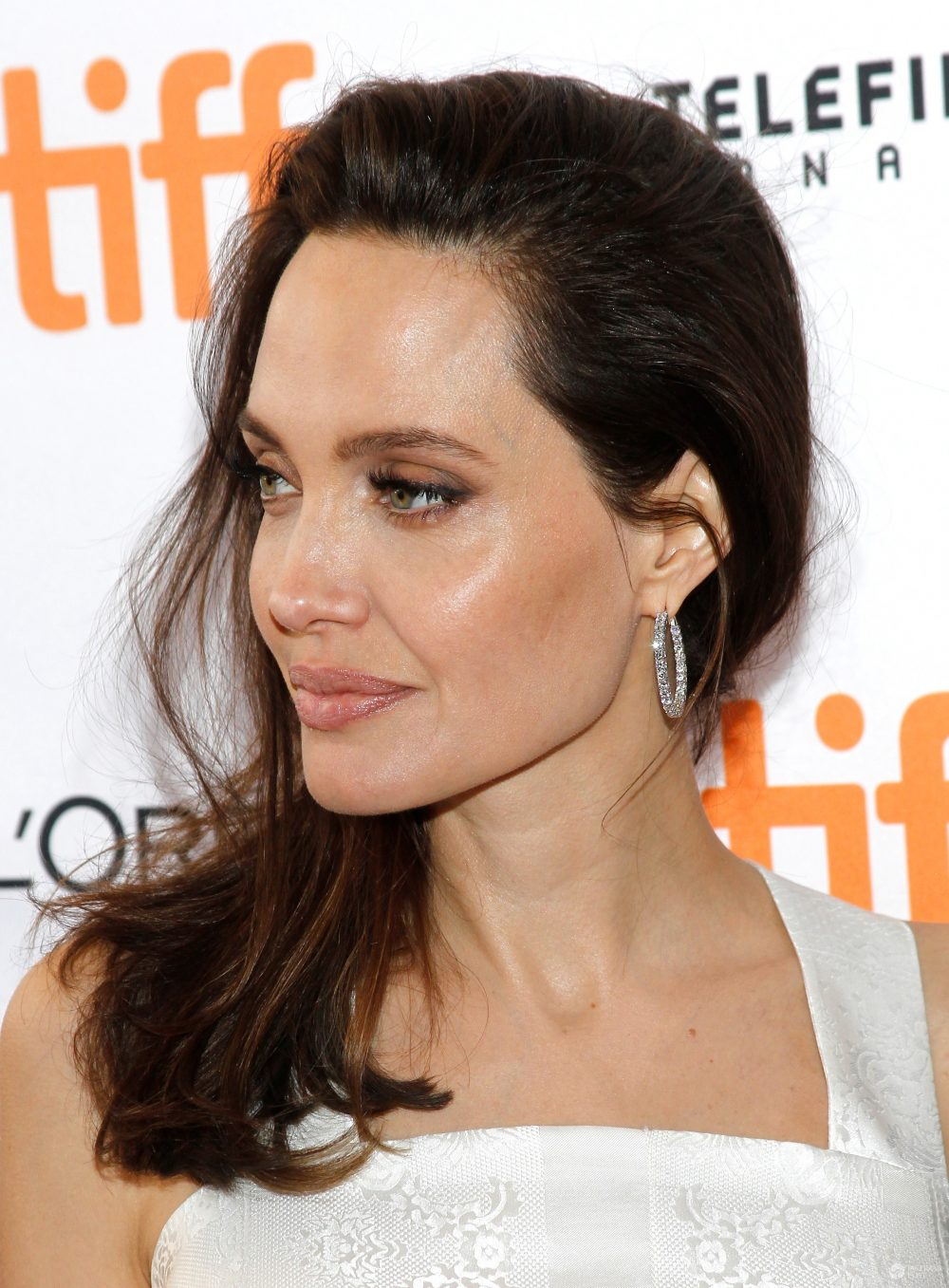 """Angelina Jolie na premierze filmu """"Najpierw zabili mojego ojca"""""""