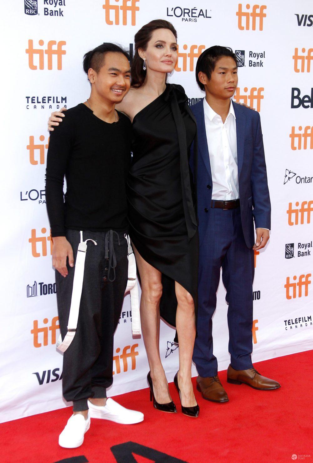 """Angelina Jolie z dziećmi na premierze filmu """"Najpierw zabili mojego ojca"""""""