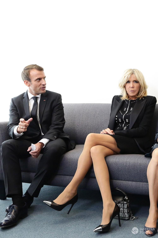 Emmanuel Macron z żoną Brigitte - nogi