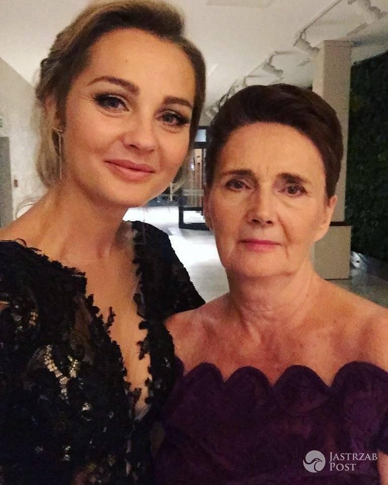Małgorzata Socha z mamą na balu