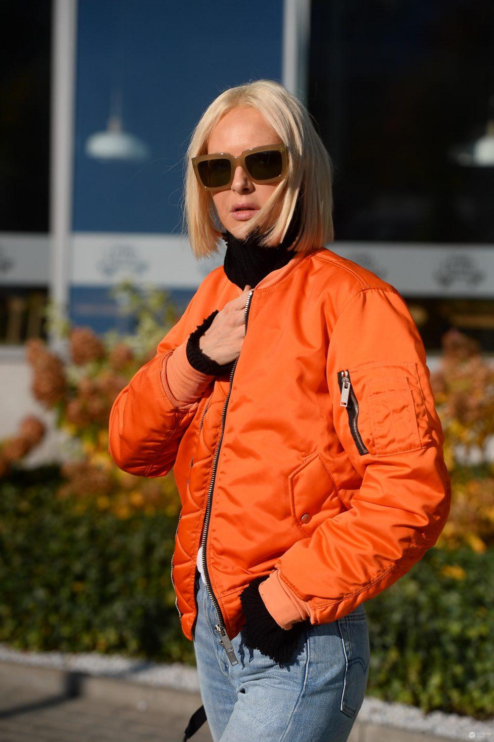 Magda Mielcarz w pomarańczowej kurteczce