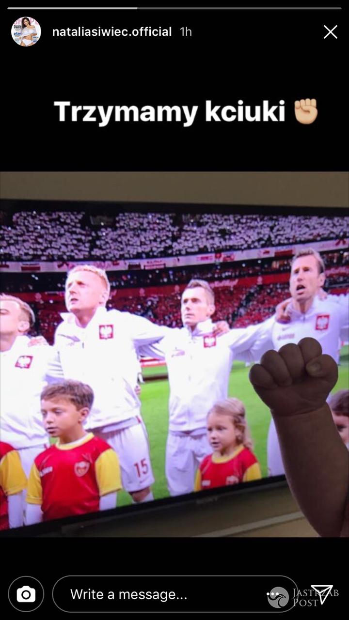 Mia Raduszewska, córka Natalii Siwiec, kibicuje Polakom w meczu z Czarnogórą