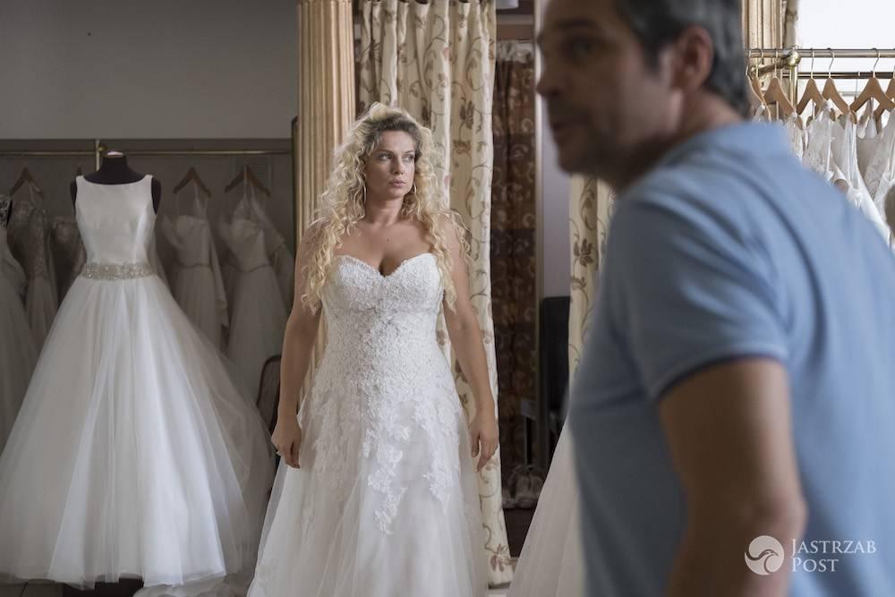 Joanna Liszowska w sukni ślubnej, zdjęcia z serialu Przyjaciółki