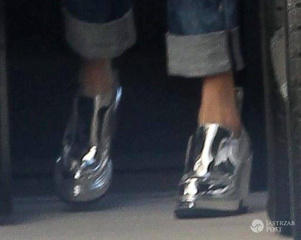 Amal Clooney w srebrnych butach