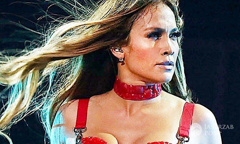Jennifer Lopez lateksowy stanik