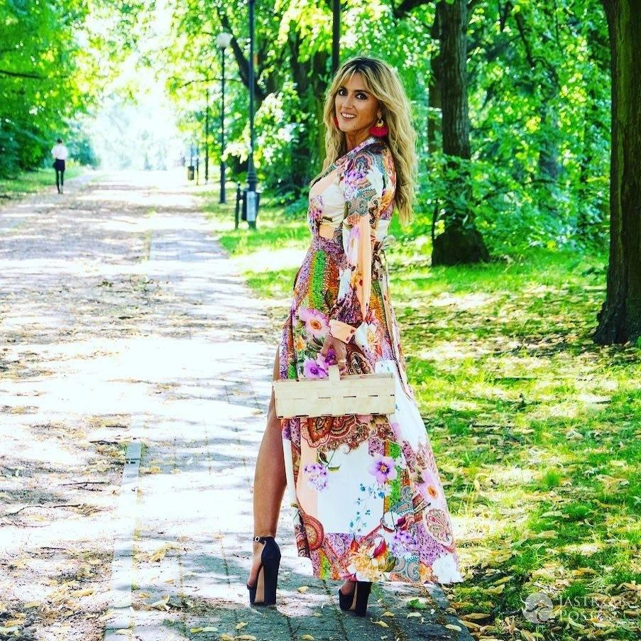 Karolina Szostak szuka szczescia w lesie