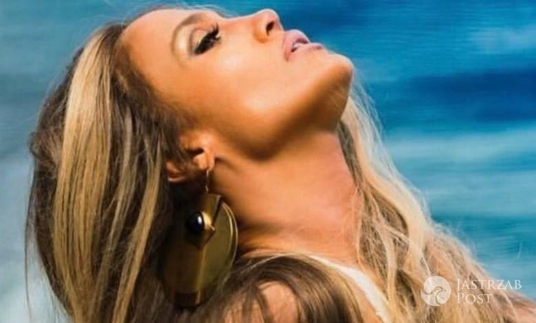Rozpalona Jennifer Lopez w samym staniku wyciska siódme poty na siłowni! Jej zmysłowo sterczące sutki rozpalą każdego trenera!