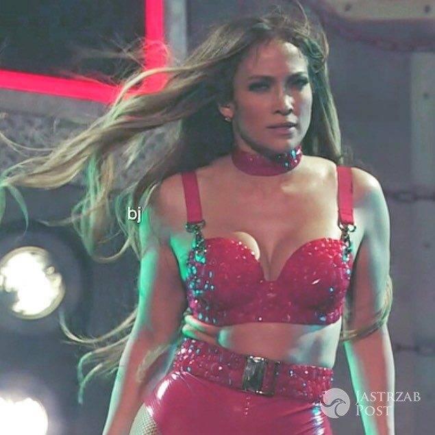 Jennifer Lopez rozebrała się do stanika na swoim show