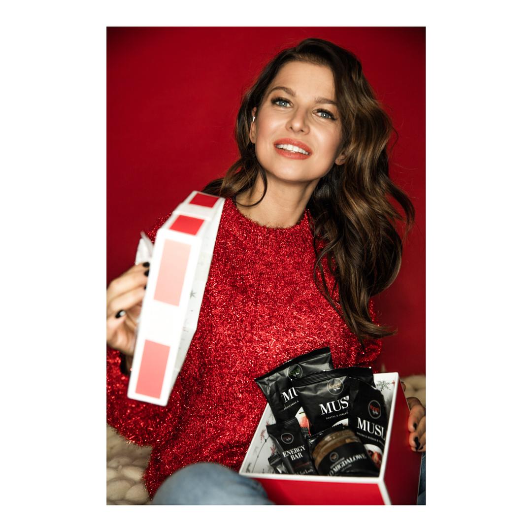 Anna Lewandowska w swetrze z H&M