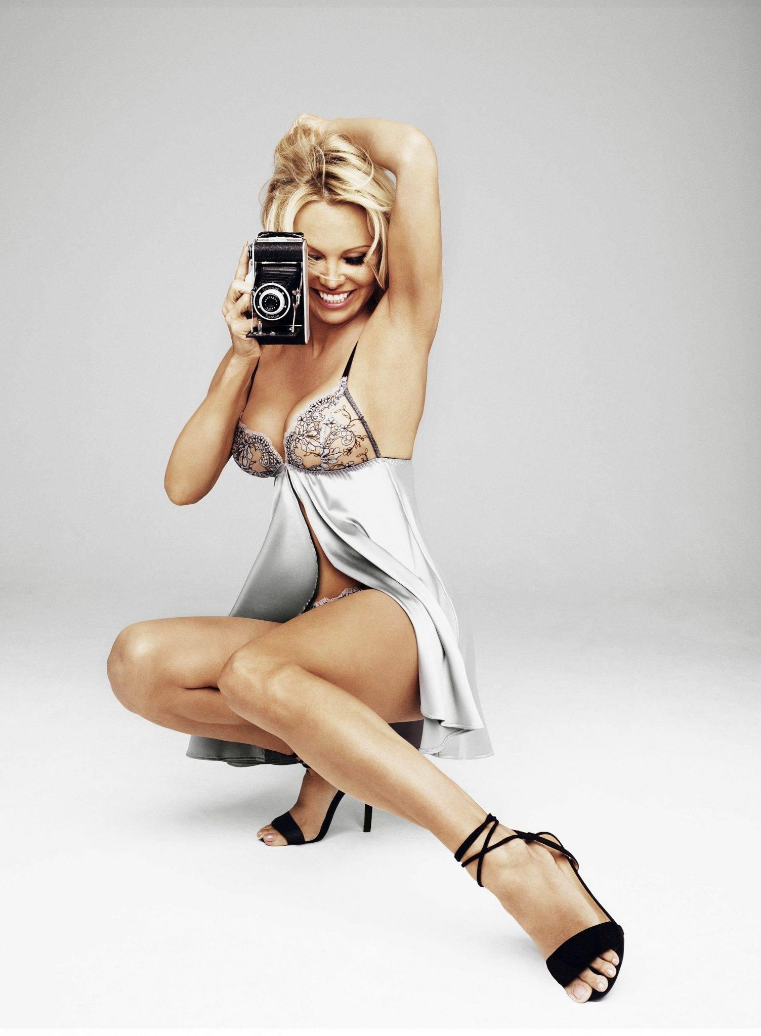 Pamela Anderson w urodzinowej sesji w samej bieliźnie